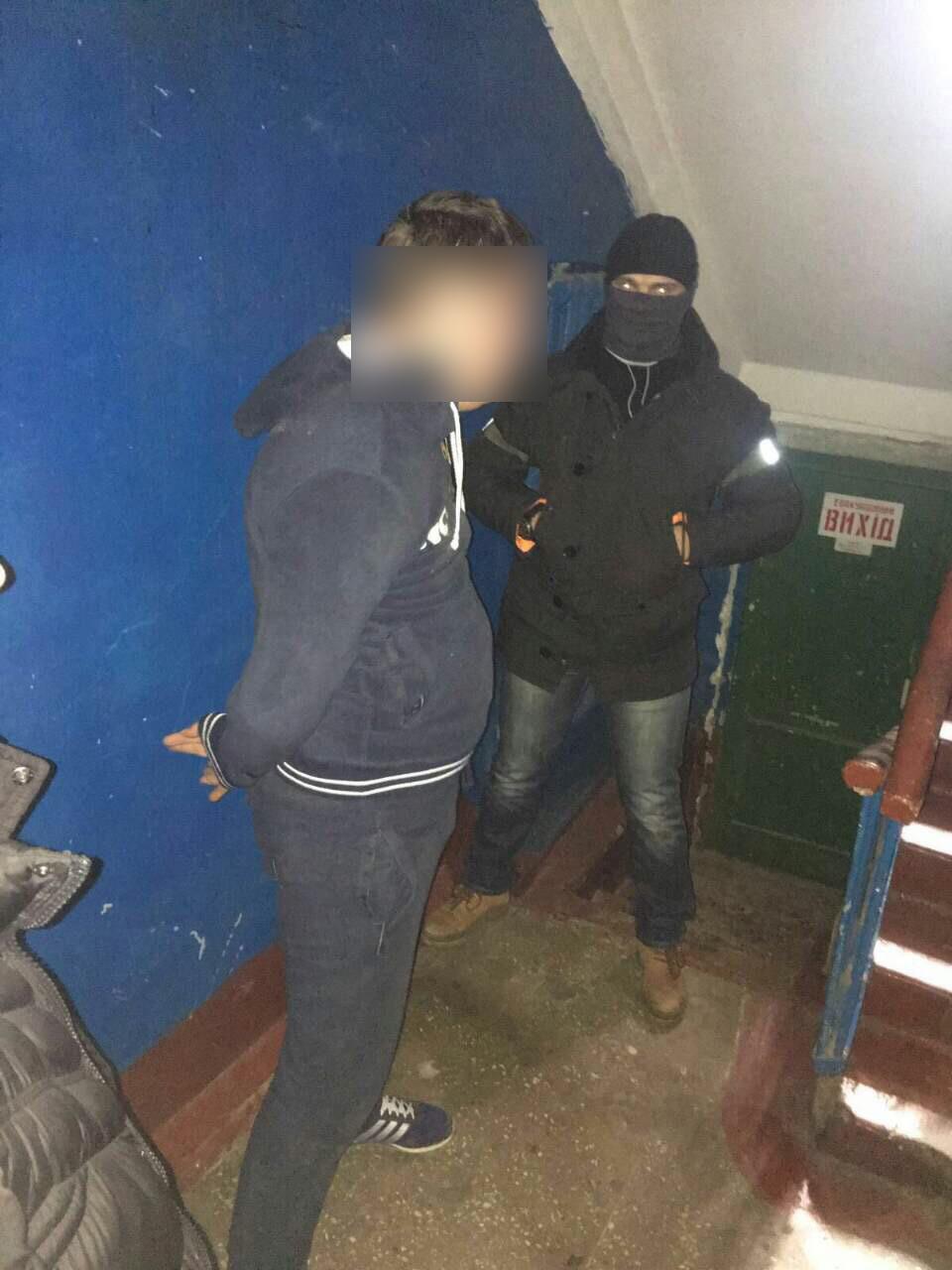 В Киеве следователь полиции задержан на взятке 82 тыс грн