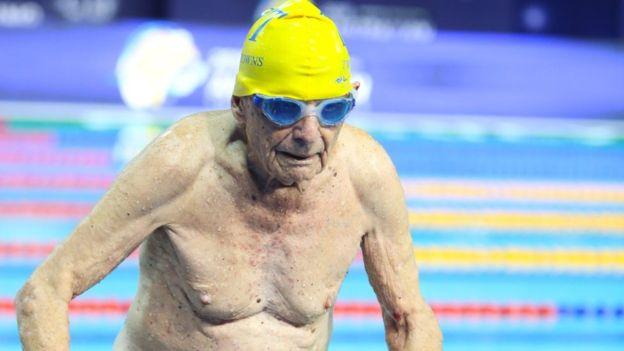 В Австралии 99-летний пловец установил мировой рекорд