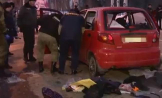 """""""Для устрашения"""": что известно о взрыве автомобиля в Донецке"""