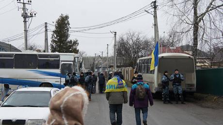 """Паломников в Межигорье сторожили 17 автобусов с бойцами """"Беркута"""""""