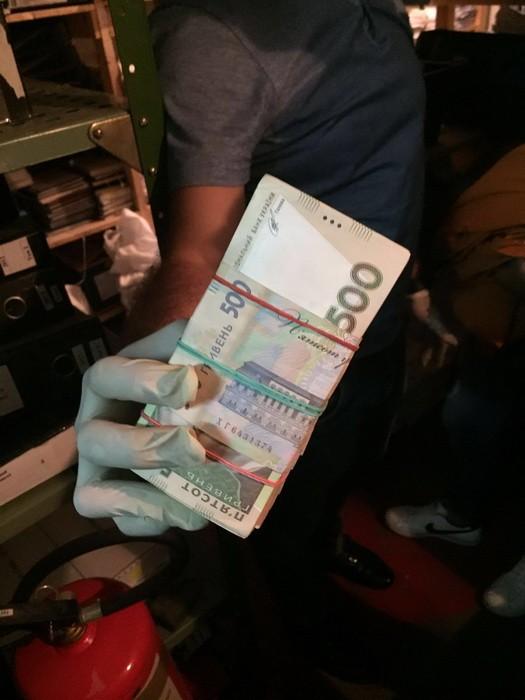 Чиновника Харьковской таможни задержали на взятке в 290 тыс грн