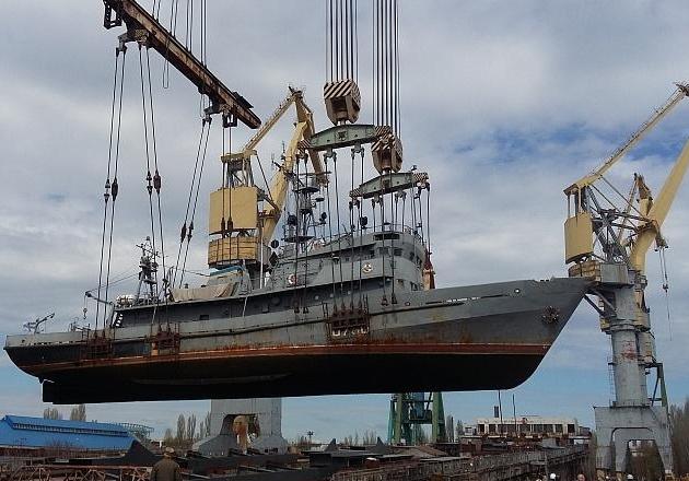 У Миколаєві в доці горить корабель ВМС U700 Нетішин - відео