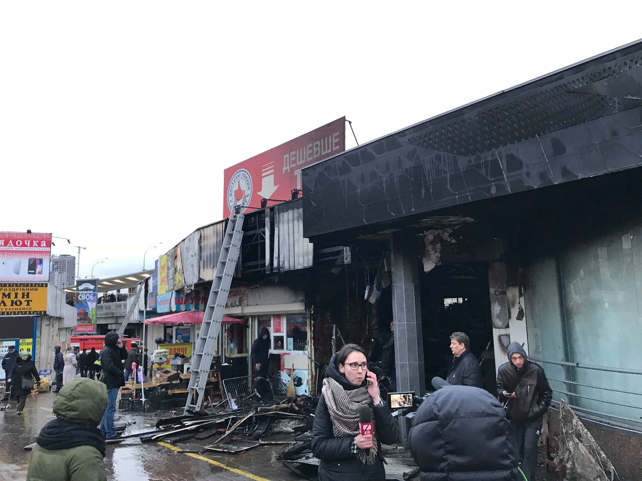 Пожар возле метро Левобережная в Киеве ликвидирован: фото