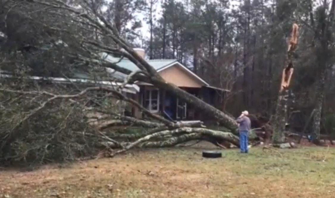 Наюго-восток США обвалился смертоносный шторм