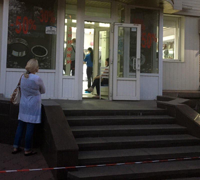ВКиеве неизвестные вмасках ограбили ювелирный магазин, охранник ранен