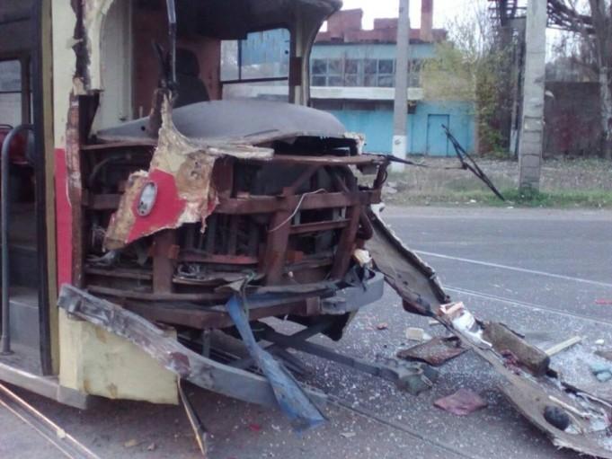 В Одессе грузовик столкнулся с трамваем: фото