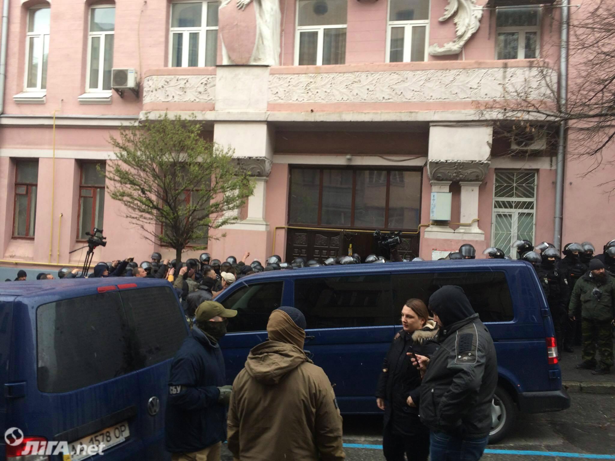 ГПУ пришла с обыском к Саакашвили: политика задержали