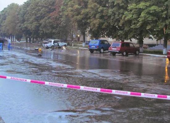 В Шостке возле горотдела милиции взорвались два автомобиля