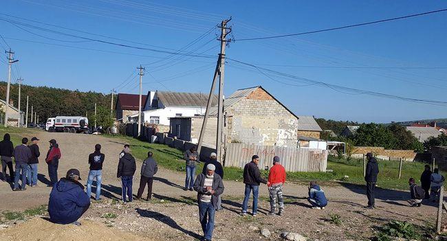 В Крыму силовики обыскивают дом крымского татарина Изетова: видео