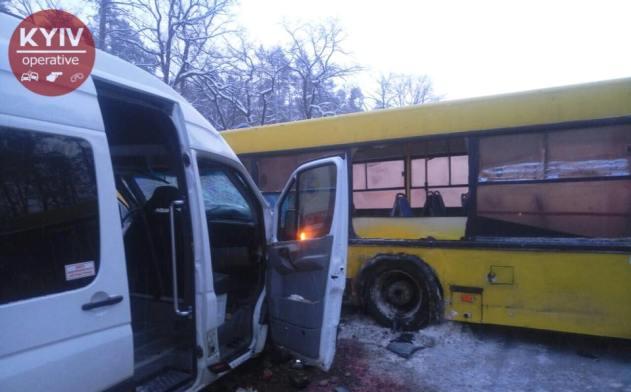 Под Киевом столкнулись автобус и маршрутка, есть пострадавшие