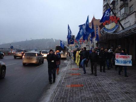 "Активисты Евромайдана встречают кортеж: ""Нет пробкам Януковича!"""