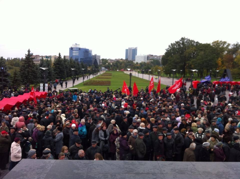Митинг в Донецке: КПУ - за Россию, Молодой Донбасс - за Евросоюз