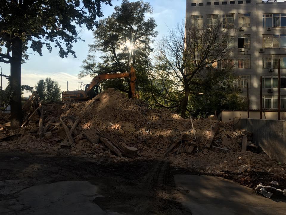 В Киеве снесли знаменитый дом с ромашками