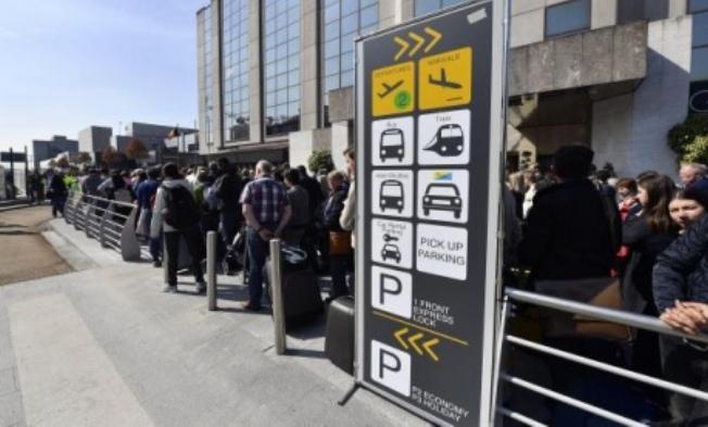 Зал вылетов аэропорта Брюсселя частично возобновит работу 1мая