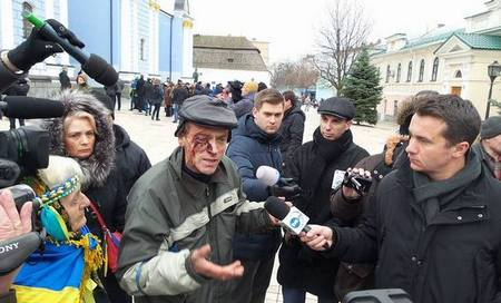 Палатки на Майдане Незалежности в Киеве демонтируют коммунальщики - Цензор.НЕТ 3079