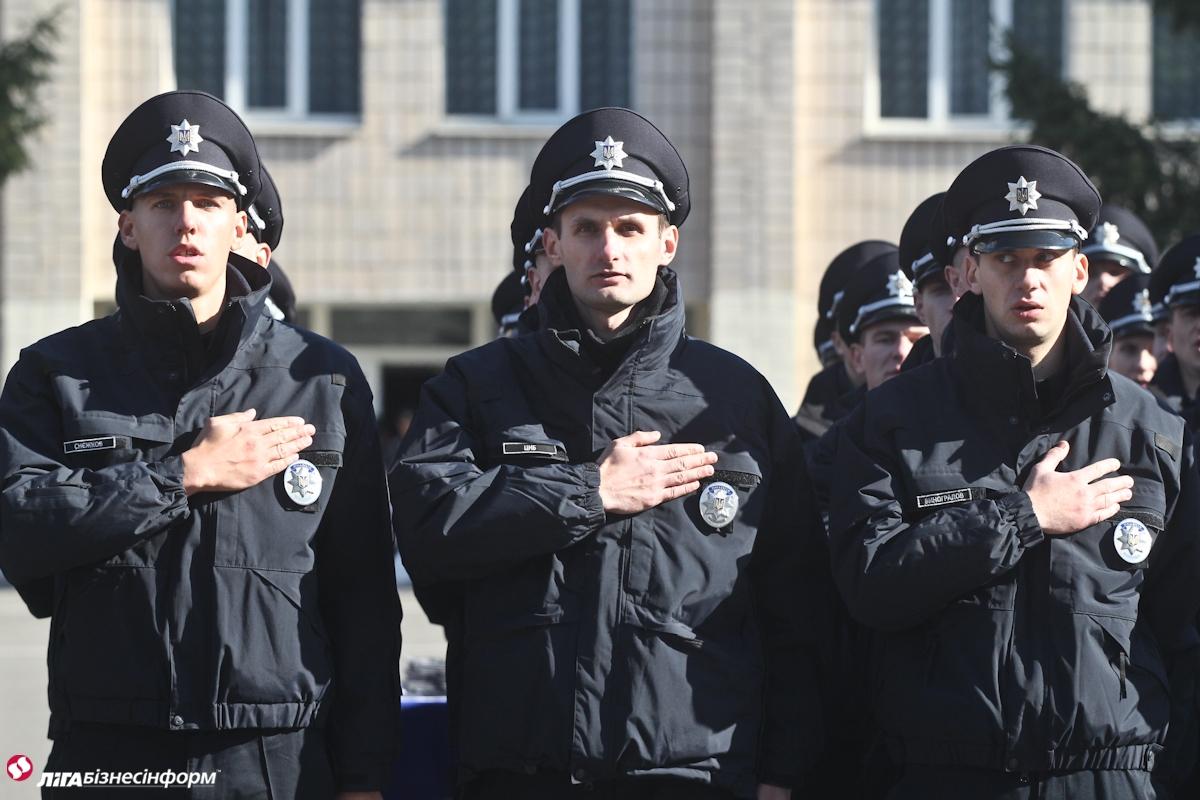 Полиция охраны Днепра присоединились к флешмобу отжиманий