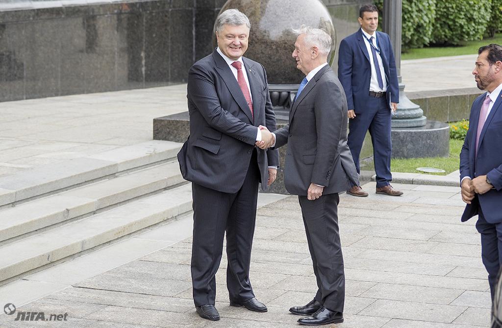 Визит Мэттиса, вояж Волкера и НАТО в Киеве: новости недели
