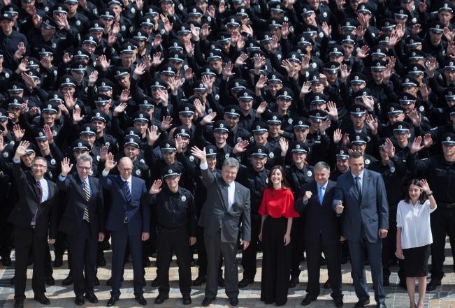 В Киеве новые патрульные приняли присягу: фото