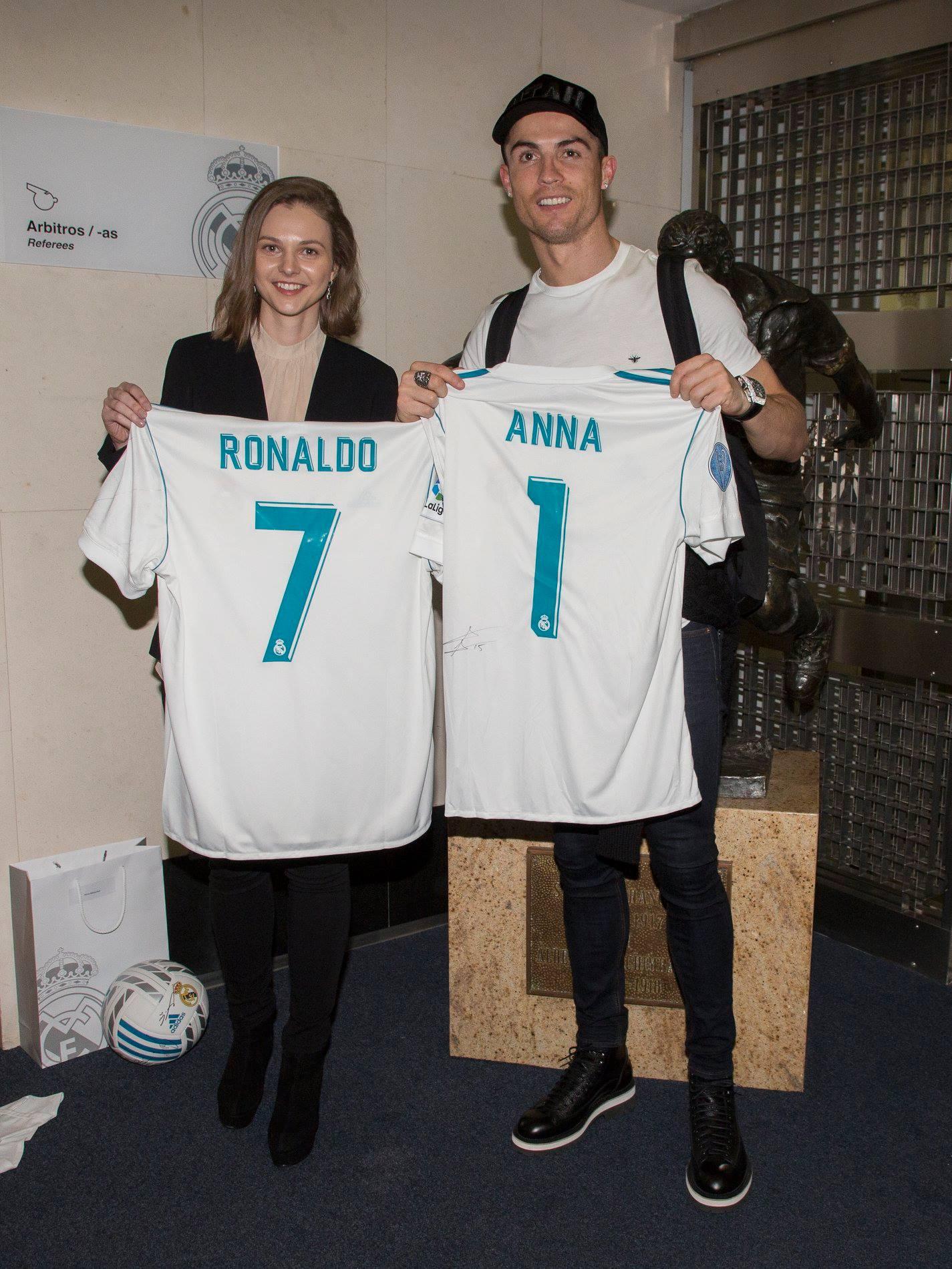 Роналду подарил Музычук свою футболку, она ему дала свою - фото