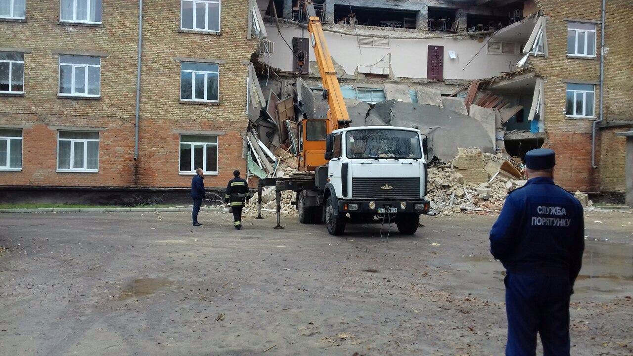 Полиция начала расследование обвала школы в Василькове: фото
