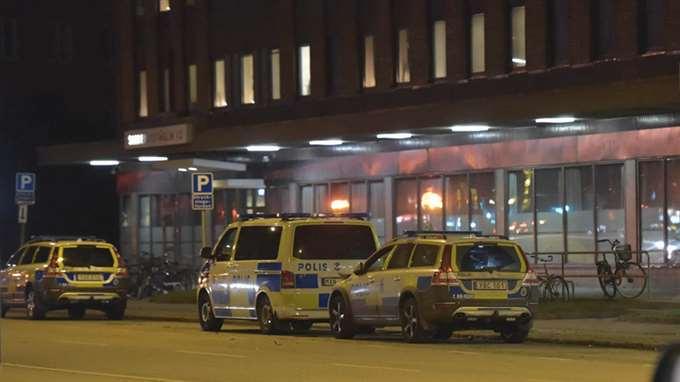В Швеции подорвали автомобиль полиции - фото