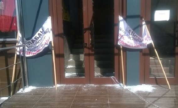 В Киеве неизвестные пытались разгромить кафе Каратель