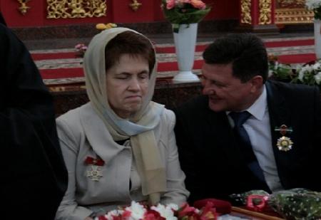 Дружина Януковича отримала орден: Бог з нами,ми нічого не боїмося