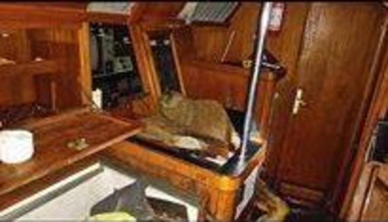 Рыбаки обнаружили яхту с мумией у берегов Филиппин: фото