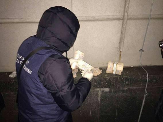 Полиция: В Днепре на взятке задержан чиновник Госгеокадастра