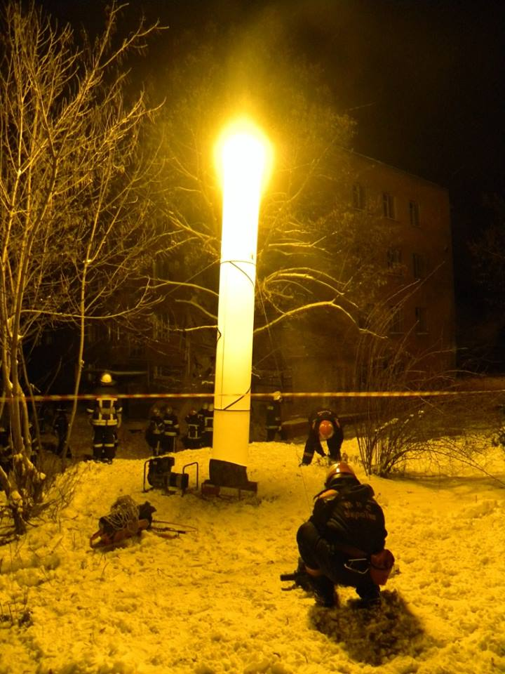 В Чернигове под завалами дома погибла женщина: фото, видео