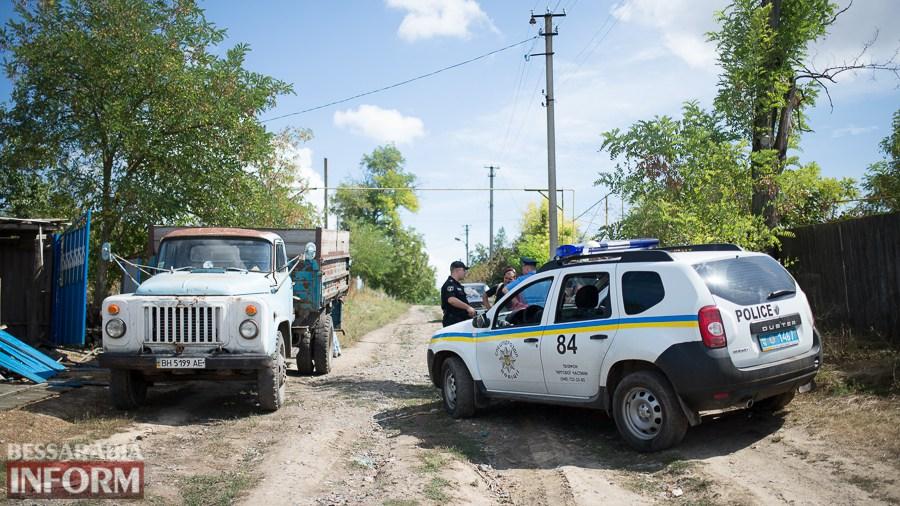 Ромы под присмотром полиции вывезли вещи из Лощиновки