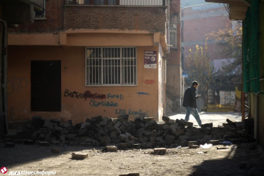 """Курды в Турции: """"Мы все парализованы войной"""""""
