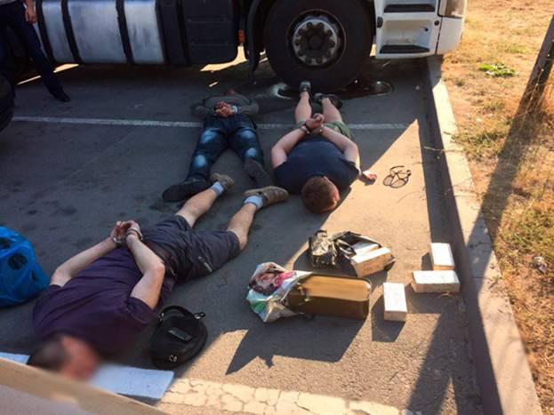 В Житомире задержали бывших участников АТО с боеприпасами: фото