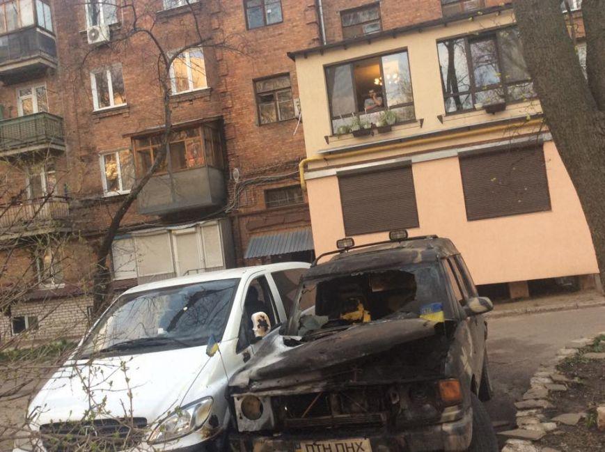 В Харькове сожгли автомобиль волонтеров для армии: фото