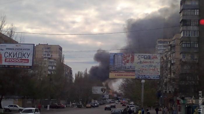 """В Одессе на рынке """"Северный"""" произошел пожар: фото"""