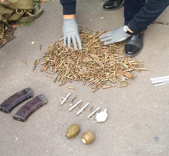 В Кривом Роге задержан мужчина с гранатами и патронами в сумке