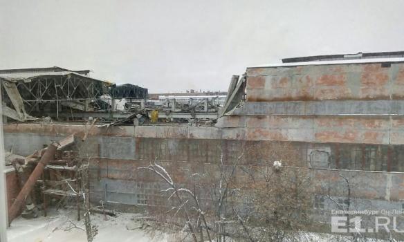 В РФ обрушилась крыша завода по производству Буков: есть жертвы