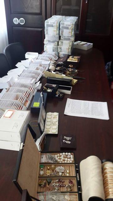 При обыске у Ставицкого найдены 42 кг золота и $4,8 млн. - Аваков