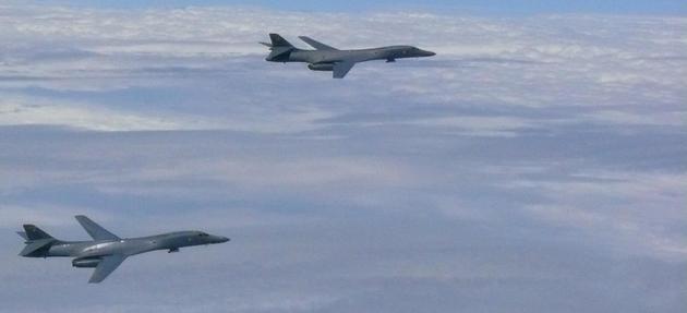 Угрозы КНДР: на Гуам вернули стратегические бомбардировщики США