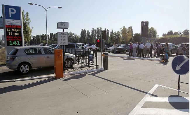 В Киеве открыли первый перехватывающий паркинг