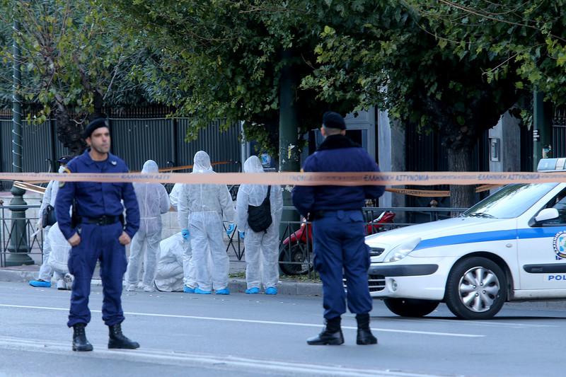 Неизвестные бросили гранату в посольство Франции в Афинах: фото