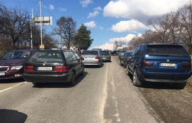 Автовладельцы заблокировали КПП на границе со Словакией: фото