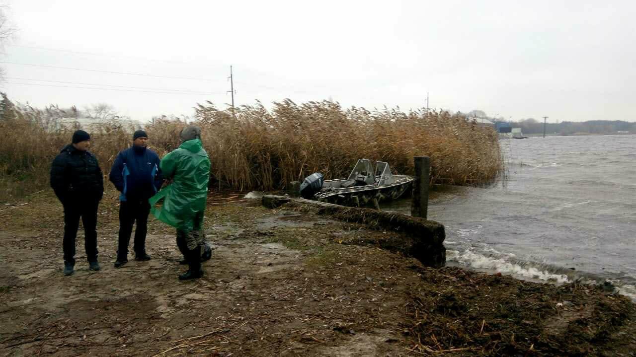 НаКанівському водосховищі зникло двоє рибалок— ДСНС