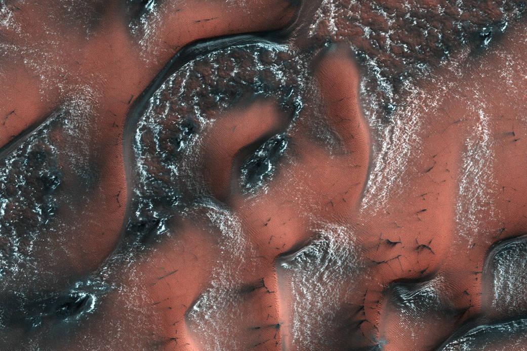 Как выглядят снежные дюны на Марсе: фото NASA