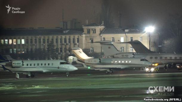 СМИ раскрыли, что украинская делегация летает вМинск личными чартерами