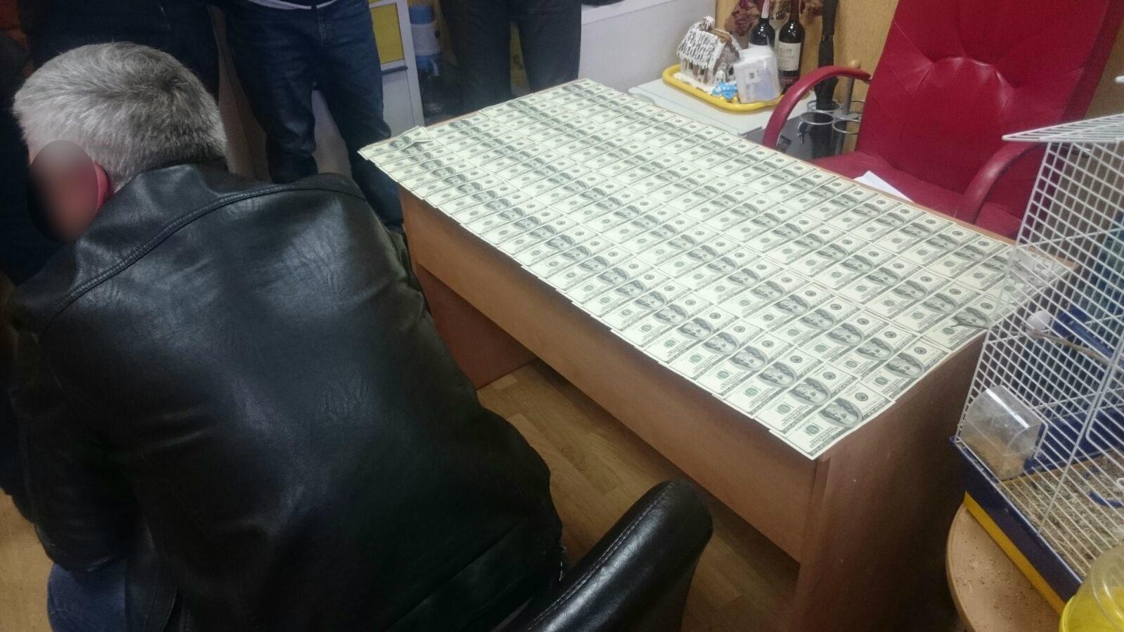 ГПУ: Сотрудник донецкой прокуратуры и адвокат задержаны на взятке