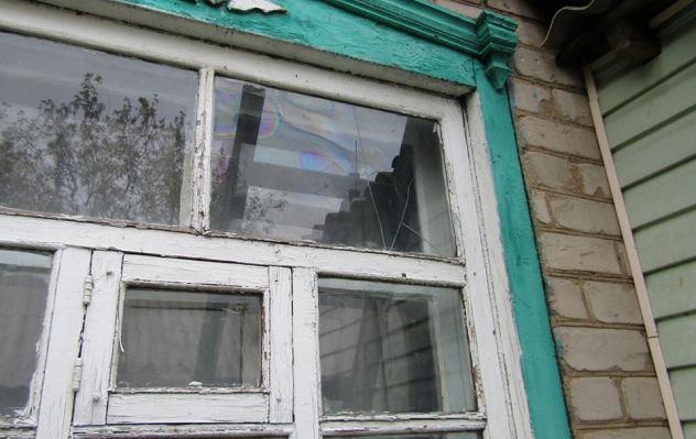 Боевики изминометов обстреляли Попасную: повреждены жилые дома