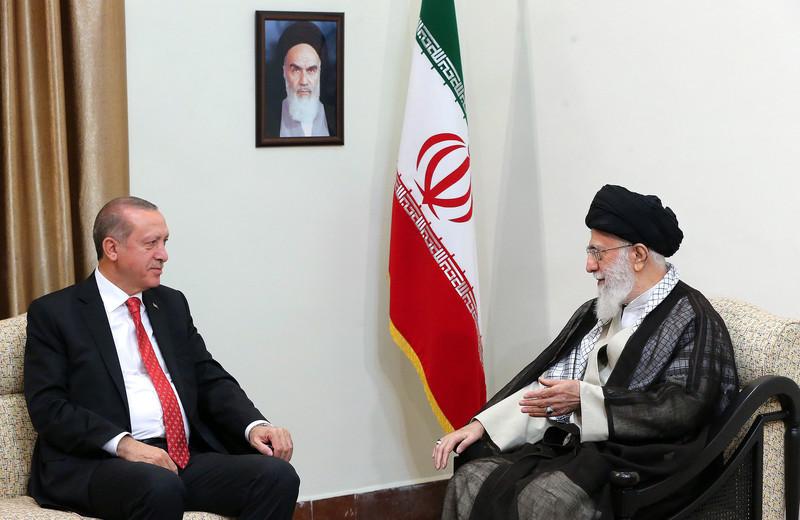 Президент Турции Реджеп Эрдоган и аятолла Ирана Хаменеи обсуждают курдский вопрос (фото - ЕРА)