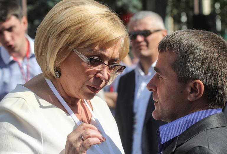 Без Турчинова, но с Надеждой. Репортаж со съезда партии Тимошенко