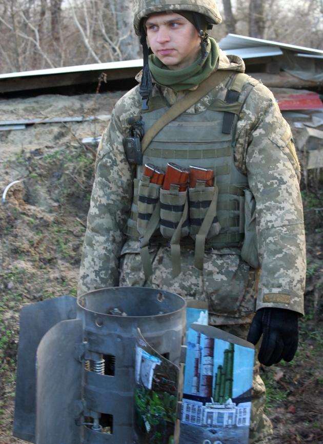 Десантники сделали экспонат из 300-мм снаряда от Смерча: фото